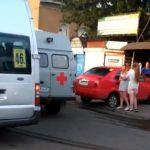 Момент наезда автомобиля на людей попал на видео