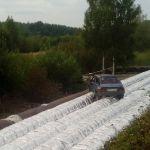 В Смоленске «Ваз 2109» застрял на трубах (фото)