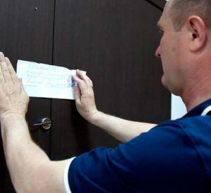 Житель облцентра погасил задолженность лишь после ареста квартиры