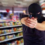 Неадекватный мужчина хотел застрелить сотрудника супермаркета