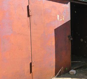 В гараже возле психбольницы найдено тело мужчины