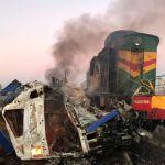 Фото: Большегруз столкнулся с локомотивом на железнодорожном переезде