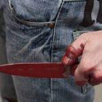 Разъяренный мужчина пырнул ножом возлюбленную