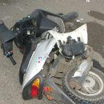 Мотоциклист сбил подростков на скутере в Смоленской области