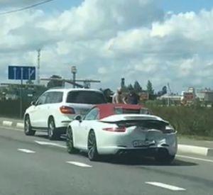 На видео попала авария с кабриолетом «Porsche» в Сафоновском районе