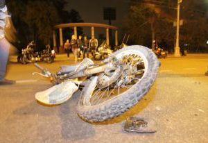 Под Смоленском мотоциклист врезался в мотоблок, ехавший по ночной дороге