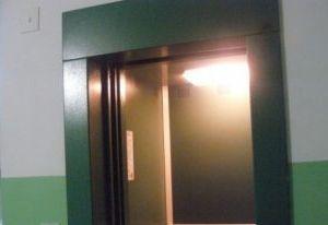 В Смоленской области в лифте найден труп предпринимателя