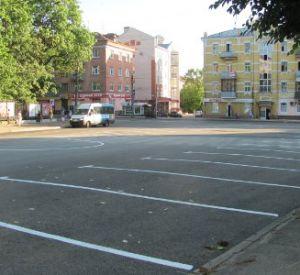 В центре Смоленска сделали парковку для двух десятков машин
