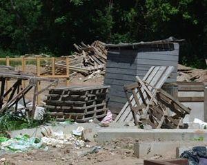 Смоляне жалуются на строительную компанию, устроившую свалку в центре города