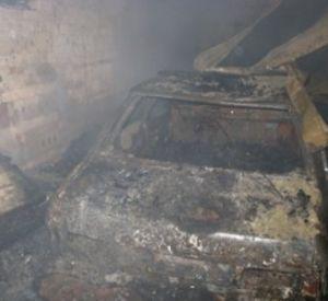В Вязьме сожгли гараж с машиной и несколько сараев