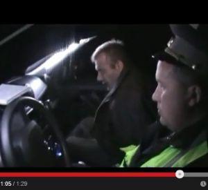 Сбежавший от гаишников водитель оказался без прав, подшофе и вооружен