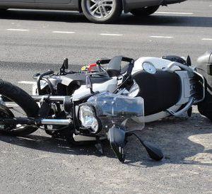 В Смоленской области пешеход попал под мотоцикл и сбежал с места ДТП