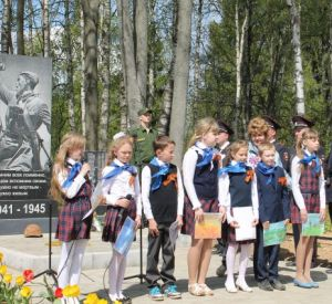 Памятник и мемориал погибшим в годы войны воссоздали в Смоленском районе