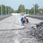 Просевший мост в Велиже пообещали открыть к 25 августа