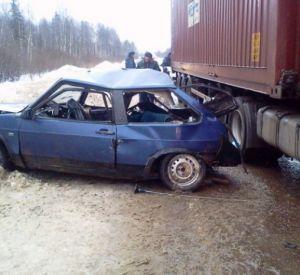 Водитель ВАЗа погиб при столкновении с фурой