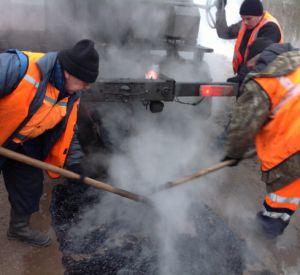 В городе продолжается ямочный ремонт дорог!