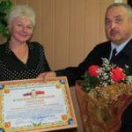 В Смоленске наградили лучшего сотрудника ГИБДД и его маму