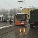 В Смоленске на проспекте Гагарина с рельсов сошел трамвай