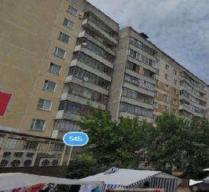Во дворе дома на Лавочкина прохожие обнаружили труп женщины