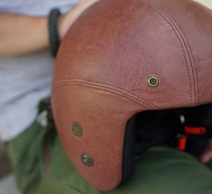 Видео: Мотоциклист чудом не оказался под колесами автомобиля