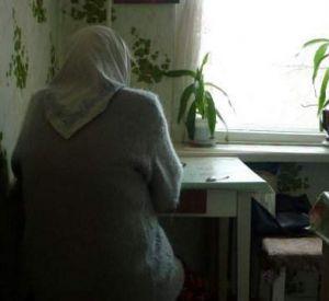 Воспользовавшись отсутствием больной старушки, смолянка похитила все ее сбережения