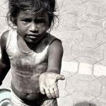 Молодая смолянка заставила дочку просить милостыню