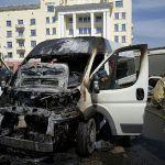 В центре Смоленска на ходу воспламенилась маршрутка (видео)