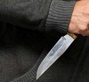 Собутыльник во время ссоры ударил ножом грудь рославльчанина