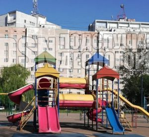 После прогулки на детской площадке девочка провела пять дней в реанимации (видео)