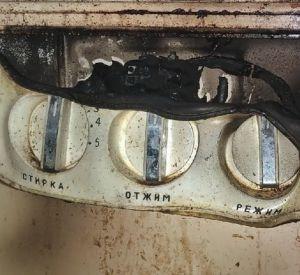 В квартире пенсионерки задымилась стиральная машина (фото)