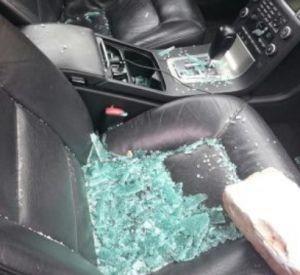 Пьяный мужчина разбил машину своей соседки