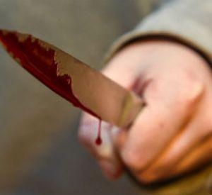 Агрессивная дама пырнула ножом возлюбленного