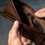 Более половины многодетных семей не могут позволить себе приобрести товары длительного пользования