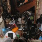 В квартире смолянина загоерлся мусор, копившийся годами