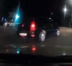 Неадекватное вождение автомобилиста попало в объектив видеорегистратора
