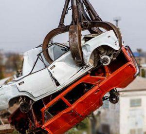 Смолянин на эвакуаторе украл машину и сдал ее на металл