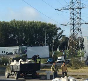 Утром в Смоленске водитель ГАЗели потерял на дороге груз