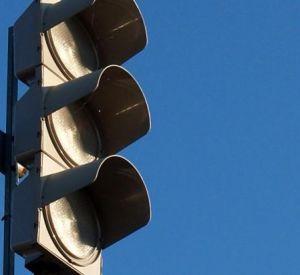 Завтра в Смоленске отключат светофор и освещение у дороги