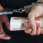 Директор смоленской частной клиники дала взятку мошеннику