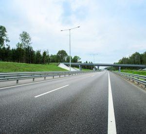 На российских трассах предлагают увеличить максимально разрешенную скорость