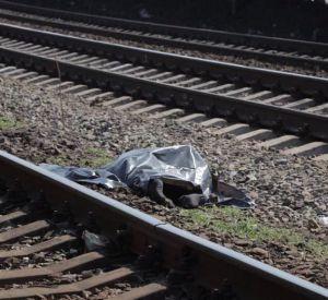 В области под колесами поезда погиб мужчина