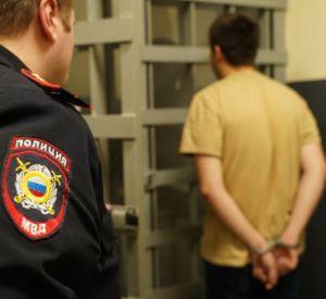 Сотрудник вяземской полиции получил по лицу