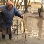 В Смоленске жители дома страдают из-за отсутствия ливневой канализации (видео)