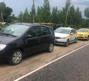 Четыре автомобиля с нелегалами пытались попасть в Смоленскую область