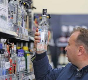 Минимальные цены на коньяк и водку в России хотят увеличить