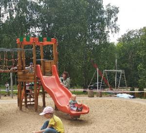 """""""Дети играли рядом с телом"""". В парке Смоленска на детской площадке обнаружили труп"""