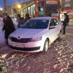 Невнимательный автомобилист остановил трамвайное сообщение