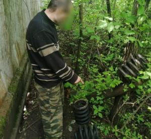 Рославльчанин с территории вагоноремонтного завода воровал запчасти через подкоп под забором