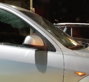 В Смоленске автомобилист разбил стекло чужой машины