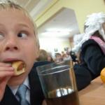 В областном центре были увеличены затраты на горячее питание в детских учреждениях, благоустройство и ремонт дорог